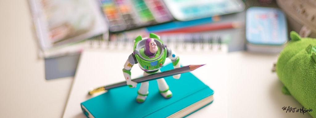 Buzz l'éclair m'aide à dessiner !
